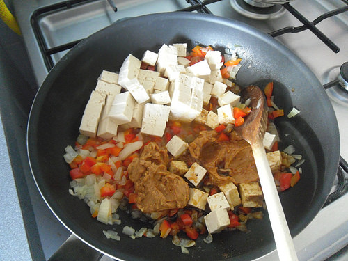 Add tofu, ginger, peanut butter and ketjap
