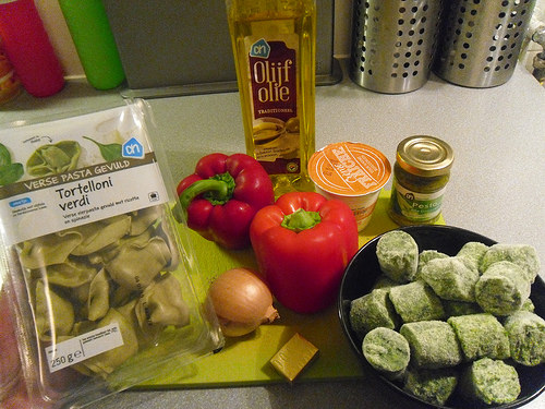 Creamy spinach pasta sauce ingredients