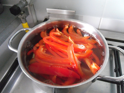 Red bell pepper cooking