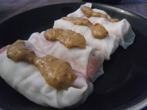 spring roll with dip