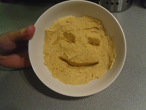 Hummus-with-face