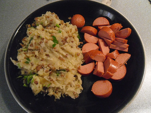 Mashed-Potatoes-with-sauerkraut-lentils-and-vega-sausage