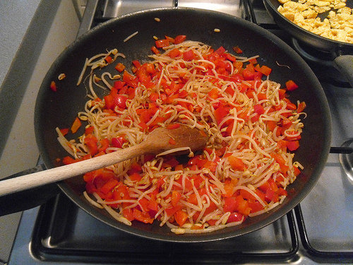 Red-bell-pepper-with-bean-sprouts-drained