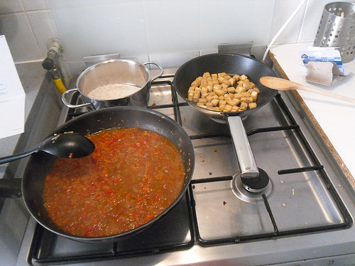 Mapo-Tofu-preparing