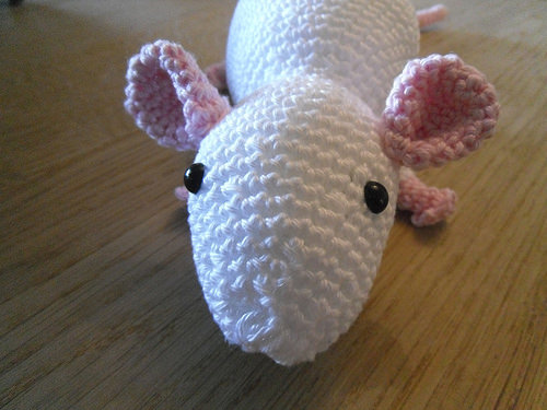 Close-up-crocheted-rat