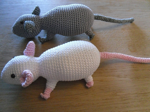 Sideview-Crocheted-Rats