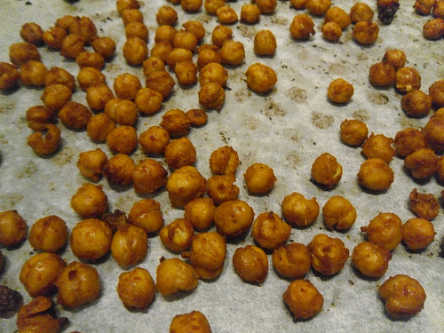 Roasted-Chickpeas-after-oven-close-up