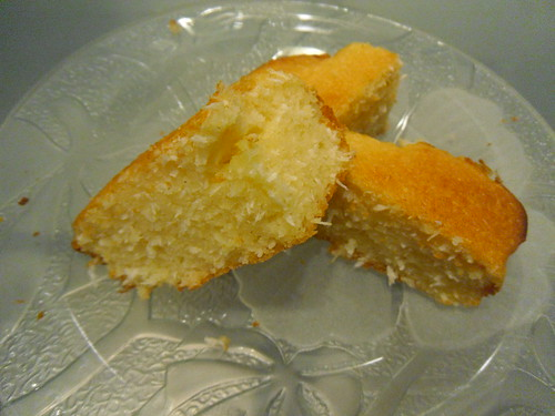 Lola's Kitchen: Coconut Semolina Cake Recipe