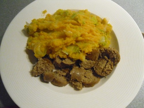 Mashed-Potatoes-with-Leek-and-Bratwurst-close-up
