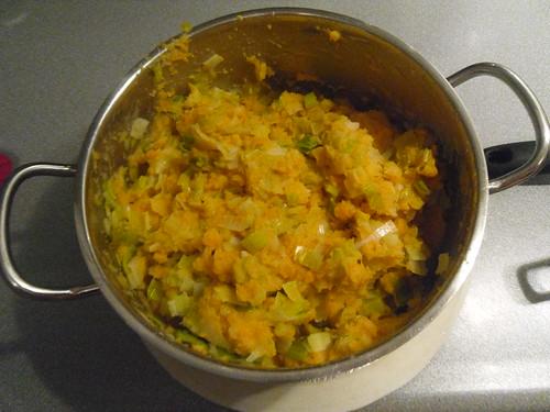 Mashed-Potatoes-with-Leek-and-Bratwurst